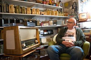 Lars Jonsson trivs i sitt museum ute på tomten.