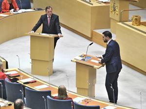 SD har fått debatten att handla om partiets favoritämnen. Här debatterar partiledaren Jimmie Åkesson mot statsminister Stefan Löfven (S). Foto: Claudio Bresciani/TT