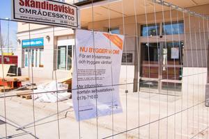 Busstationen i Norrtälje har fått bättre trygghetssiffror trots att ombyggnationen av vänthallen inte är färdig ännu.