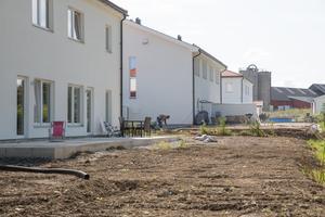 Åtta parhus har byggts i kvarteret, och nästan alla är inflyttade.