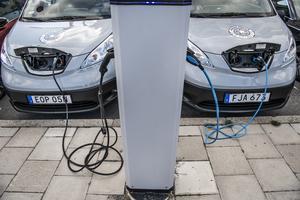 Med fler elbilar går det åt fler laddstationer vilket kräver bättre eldistribution.Foto: TT