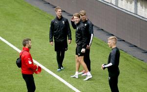 Martin Broberg har haft problem med ett lår men har tränat de senaste passen och hoppas på spel på lördag. Samma sak gäller Martin Lorentzson och Michael Almebäck.