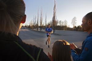 Stefan Hellgren på väg in i mål.