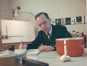 Pierre Forssell i sin ateljé i Skultuna.