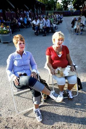 Systrarna Anki Friberg och Kristina Nyberg gillar musik och såg fram emot att få höra Måns, Lena och Orup.