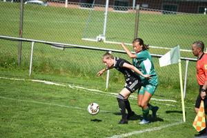 Notvikenspelare täcker undan Klara Nyberg. Själevad svarade för en blek insats och förlorade med hela 0–4 på hemmaplan.