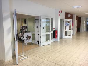 Strax intill biblioteksingången, inne i Bäckbyhuset, ska poliskontoret ligga.