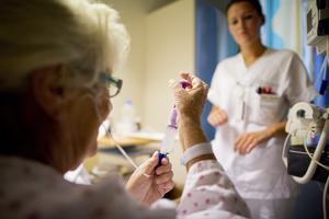 Sjuksköterskor har stått i frontlinjen, med risk för sin egen hälsa, ända sedan den pågående pandemin bröt ut. Faktum är, att utan sjuksköterskor skulle inget fungera i vårdkedjan.