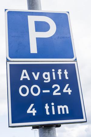 Insändarskribenten vill ha större parkeringsplatser.  Foto: TT