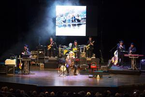 Konsertkvällen med Lasse Stefanz bjöd på massor av musik men även filmklipp och berättelser från bandets 50-åriga historia.