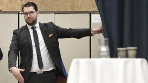 Sverigedemokraternas partiledare dyker upp i Arboga på tisdag. Foto: Stina Stjernkvist