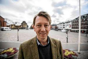 Joakim Storck profilerade sig starkt genom at stå upp för Faluns intressen under en öppen dragkamp med S i Borlänge.
