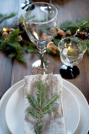 Juldukningen med naturliga material.