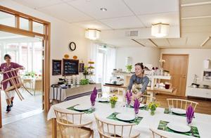FÖREBILD. PÅ Mellannorrlands hospice i Sundsvall anstränger man sig för att ge de döende gästerna både guldkant på tillvaron och en så hemlik miljö som möjligt. I matsalen dukar man med fint porslin och servetter. Det är en av förebilderna för det hospice som nu vill starta i Gävle.