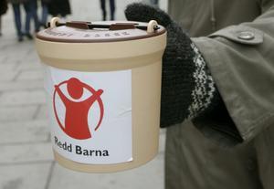 Rädda Barnen är en världsomspännande organisation och samlar in pengar till utsatta barn i hela världen. Här en norsk insamlingsbössa.Foto: Bjørn Sigurdsøn
