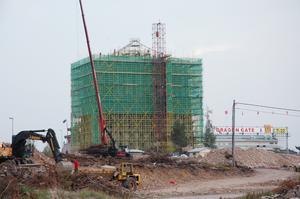 Bild: Katarina Lönnberg 2006-09-19 Hotellets fasad håller på att byggas om till en kinesisk pagod.