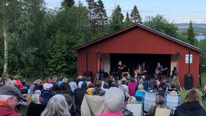 Välbesökt konsert med countrystjärnan Doug Seeger inledde Haveröveckan.