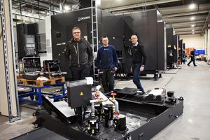 Mångmiljonsatsningar hos Strömsunds kvalitetslego och Engcon, i en robotiserad CNC-anläggning som togs i bruk i mars, är exempel på specialisering i framkant.