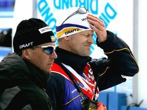 Landslagsläkaren Mats Carlén (t.h.), fick en viktig roll i den omedelbara krishanteringen av Jörgen Brink efter stafetten. Närmast kameran syns presschefen Torbjörn Nordvall, som även han tvingades agera snabbt.