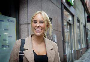 Ellen Moström, 19 år,  säljare, Fagervik.