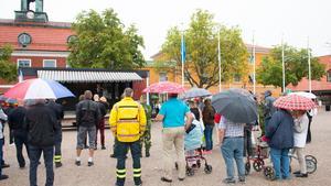 Många trotsade regnet för att hylla alla som bekämpat sommarens skogsbränder.