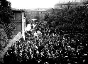 Asea-arbetare vid Mimerporten 1917. Foto: VLT