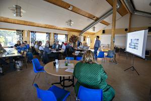 Ett 40-tal personer dök upp på samrådsmötet i Norrsundet för att lyssna till planerna, däribland flera av Gävles ledande kommunpolitiker – både vid makten och i opposition.