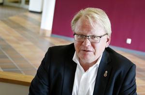 På onsdag besöker försvarsminister Peter Hultqvist länet. Arkivbild.