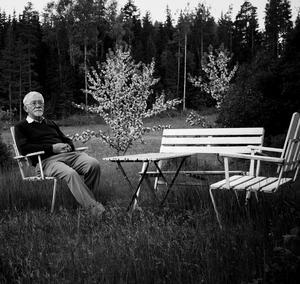 Lars Gustafsson fick själv ett stipendium som 18-åring, vilket gjorde det möjligt för honom att ge sig ut i världen för studier i Oxford och Uppsala. Foto: Benjamin Gustafsson