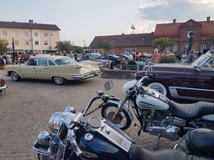 Tisdagsträffarna är uppskattade arrangemang hela sommaren, där Arne Lundgren och Labbås Car & Bike driver på.