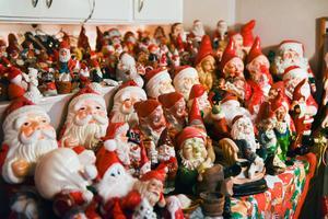 Samlingen består av över 600 jultomtar.