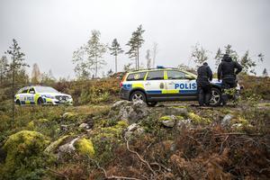 Polis, militär och frivilliga sökte av stora områden i skogarna runt Grycksbo.