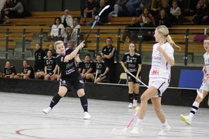 Sala Silverstadens Ebba Olsson reducerade till 2–4 i slutet av den första perioden.