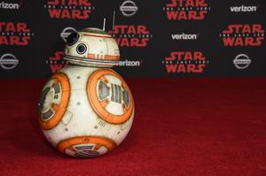Roboten BB-8 under premiären av Los Angeles under lördagen. Foto: Jordan Strauss AP/TT