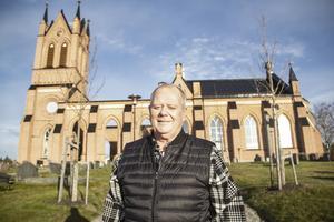 Kennet Engmalm jobbade som kyrkvaktmästare i Trönö i 32 år. Han har fina minnen från både före och efter branden.
