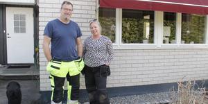 Jan och Maria Holm tänker bo kvar i Hökåsen, men hoppas på bättring från kommunen.
