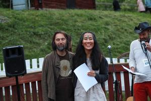 Jonas Staf och Aska Staf  tar emot juryns pris i årets Näcken i Bäcken.