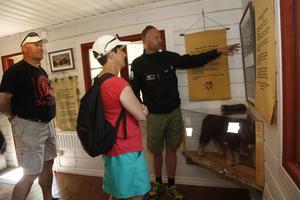 På centret kan besökarna lära sig fakta om djuren och deras beteenden.