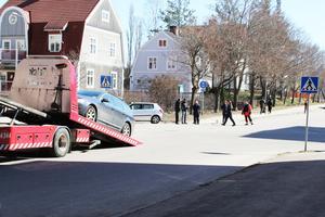 Båda bilarna behövde bärgas från platsen.
