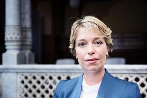 Socialminister Annika Strandhäll (S) bör gå vidare med planerna på höjd pensionsålder och bortse ifrån att S var starkt kritiska när Fredrik Reinfeldt föreslog just det.Foto: Emma-Sofia Olsson