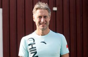 """""""Det är 70–80 personer som jag är chef för det är många nationaliteter. Varje gång jag varit där har det funnits nya personer på plats som jag inte vet vilka det är"""", säger Peja Lindholm."""