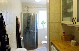 En av de största förändringarna som familjen Axman har fått vänja sig vid är att bara ha ett badrum, som dessutom fungerar som tvättstuga.
