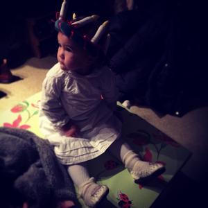 Min dotter Alma, 16 månader firar lucia på sin förskola Villekulla i Örebro.