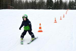 Leo Arvidsson, 6 år, hann med många åk under sin dag i Paradisbacken.