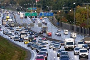 Stockholmstrafiken kan vara besvärlig. Taxibolagen får därför mer betalt för att köra färdtjänst i besvärliga områden. Foto: Pontus Lundahl /TT