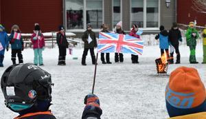 Alla elever har gjort varsin flagga.