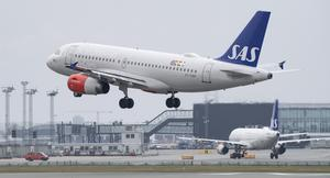 Flygbolaget SAS har redan ställt in 205 avgångar uppger Svenska Dagbladet. Piloternas nej till medlarbudet kan betyda strejk efter midnatt.
