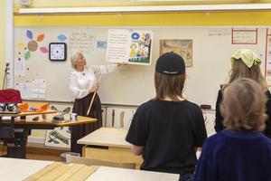 Eleverna i klass fem fick sjunga en psalm i början av skoldagen.