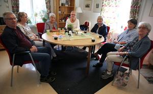 Sune Olsson, Ann-Marie Lissmats,  Sol-Britt Wartenberg, Lena Blom, Gittan Aronsson, Birgitta Andersson och Ann-Marie Berglund i Anhöriggruppen.