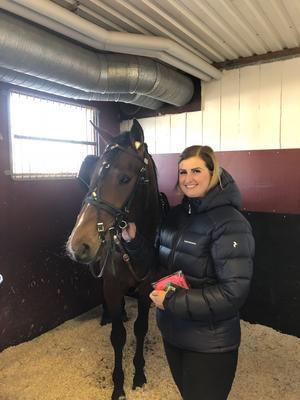 I våras fick sambon Lina Bergström hästen Enge Sargon i födelsedagspresent av Rikard.